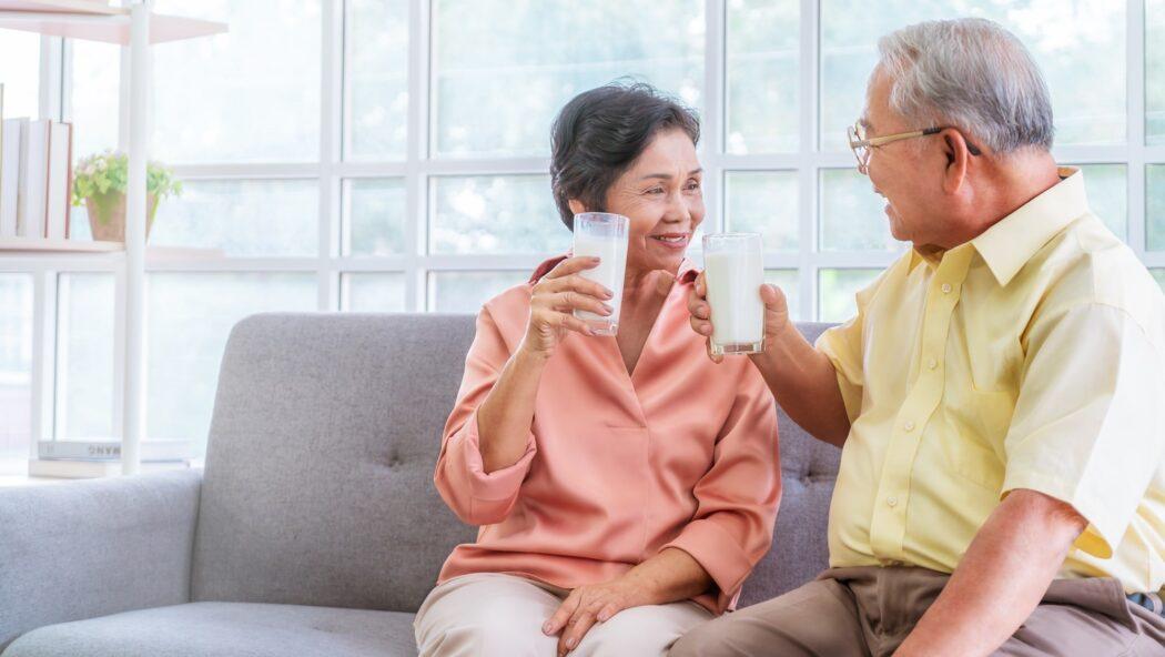 牛乳はストレス緩和が期待できる?高齢者も積極的に摂るべき理由は?